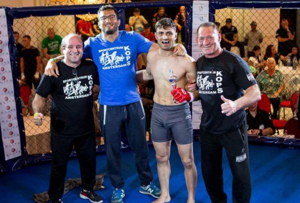 Mo Monti (Kops) wint op Fightclub Den Haag
